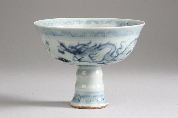 107: CHINESE BLUE AND WHITE PORCELAIN STEM CUP, Ming dy