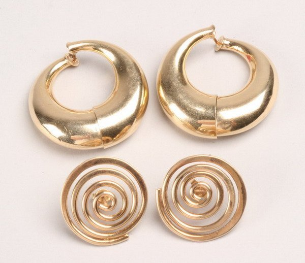 1235: TWO PAIRS 14K YELLOW GOLD EARRINGS.