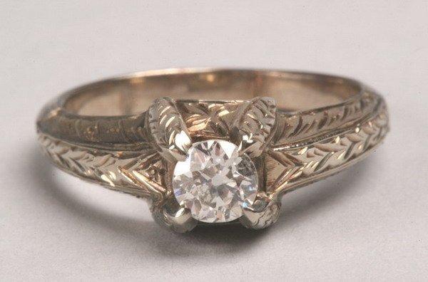 1240: 14K WHITE GOLD AND DIAMOND RING.