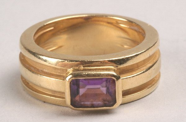 1251: 18K YELLOW GOLD AND AMETHYST RING, SIGNED TIFFANY