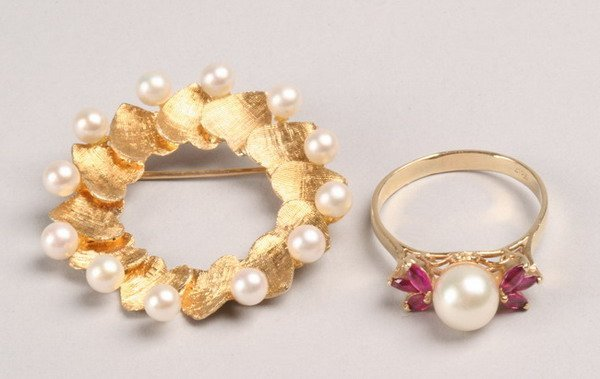 1253: TWO PIECES YELLOW GOLD AND PEARL JEWELRY.