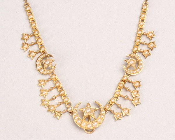 1256: VICTORIAN GOLD AND SEED PEARL NECKLACE.