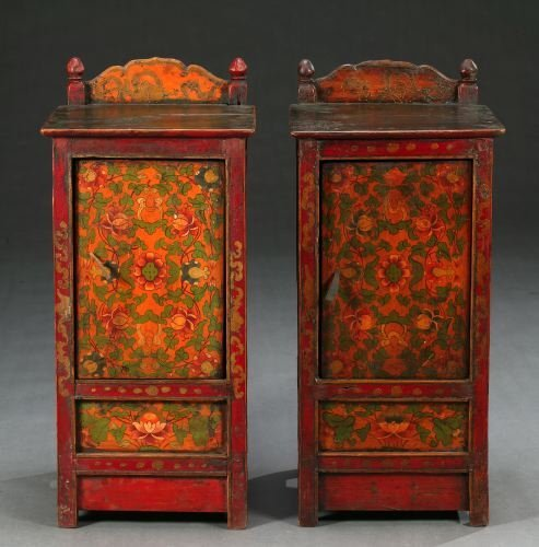 819: A PAIR OF TIBETAN POLYCHROME WOOD SIDE TABLES, cir