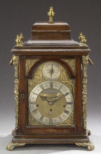 1062: A VICTORIAN MANTEL CLOCK, late 19th century, dial