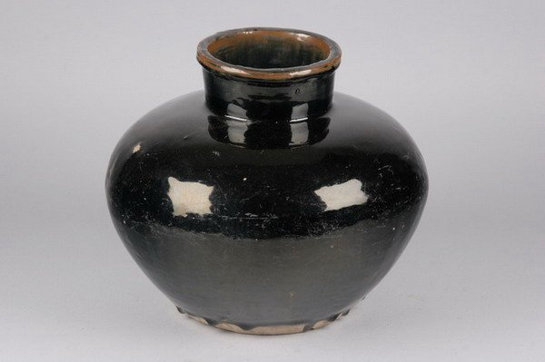 10: CHINESE BROWN GLAZED POTTERY VASE. - 10 in. high.