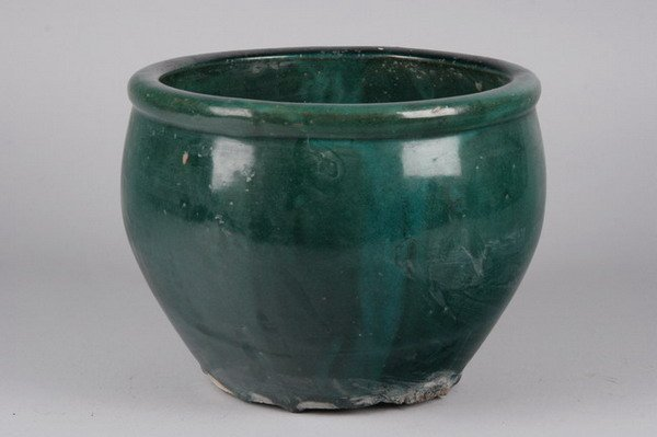 14: CHINESE GREEN GLAZED PORCELAIN CACHE POT . - 9 in.