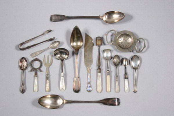 765: GROUP OF SILVER PLATED ITEMS.