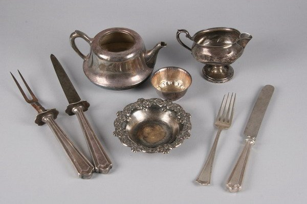 769: GROUP OF STERLING AND SILVER PLATED FLATWARE AND H