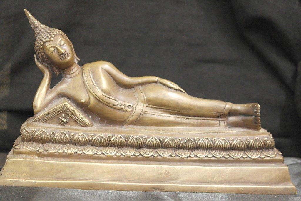 Thai reclining buddha in bronze
