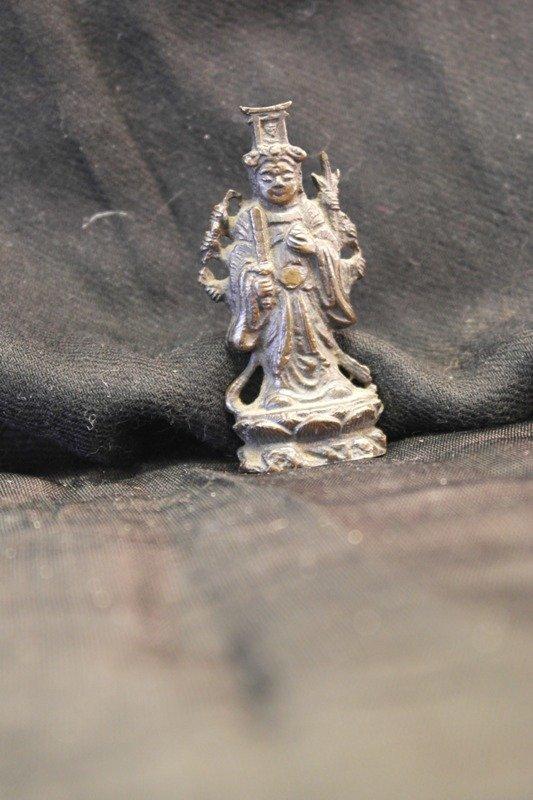 Avlokitshvara in bronze bodhisattva
