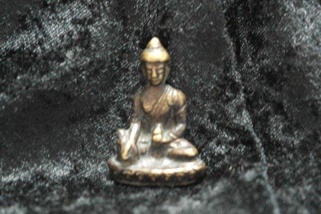Small bronze Shakyamuni statue