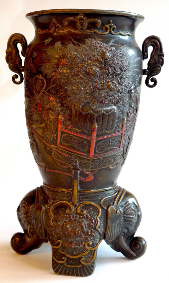 6: A late C19th Japanese Meiji period bronze vase with