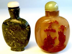 14: A C19th Chinese agate snuff bottle with master and