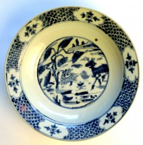 15: A C16th/C17th Chinese blue and white Swatow charger