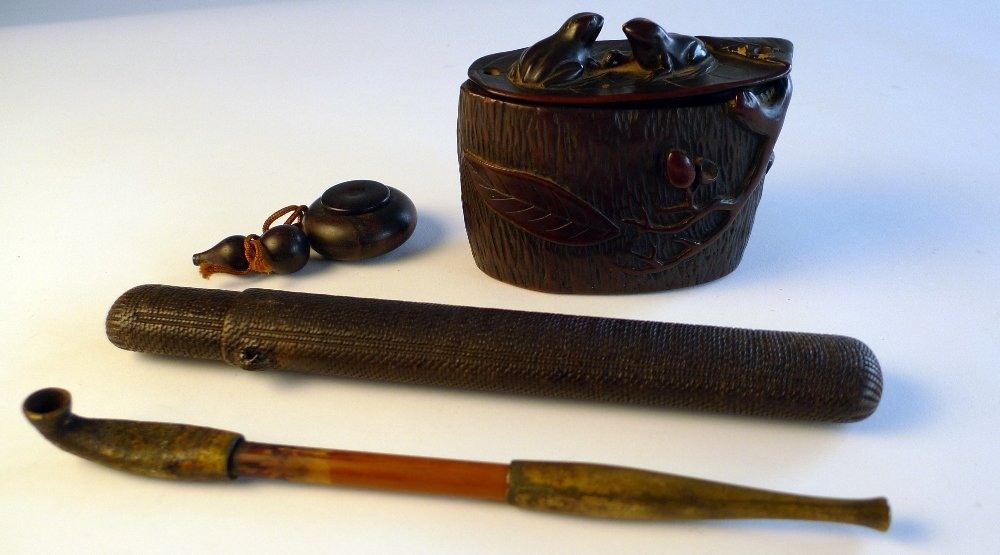 22: An C18th/C19th Japanese tobacco box carved with fro