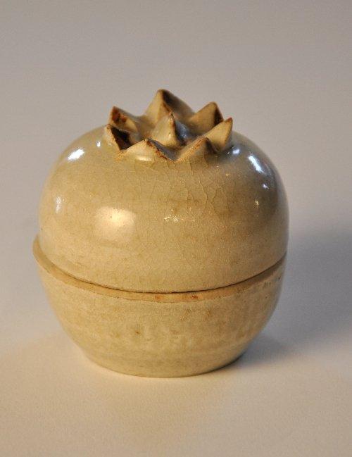 A Song Dynasty Quingbai glaze pomegranite box with cove