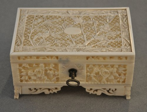 A Chinese Qing Dynasty reticulated carved ivory box