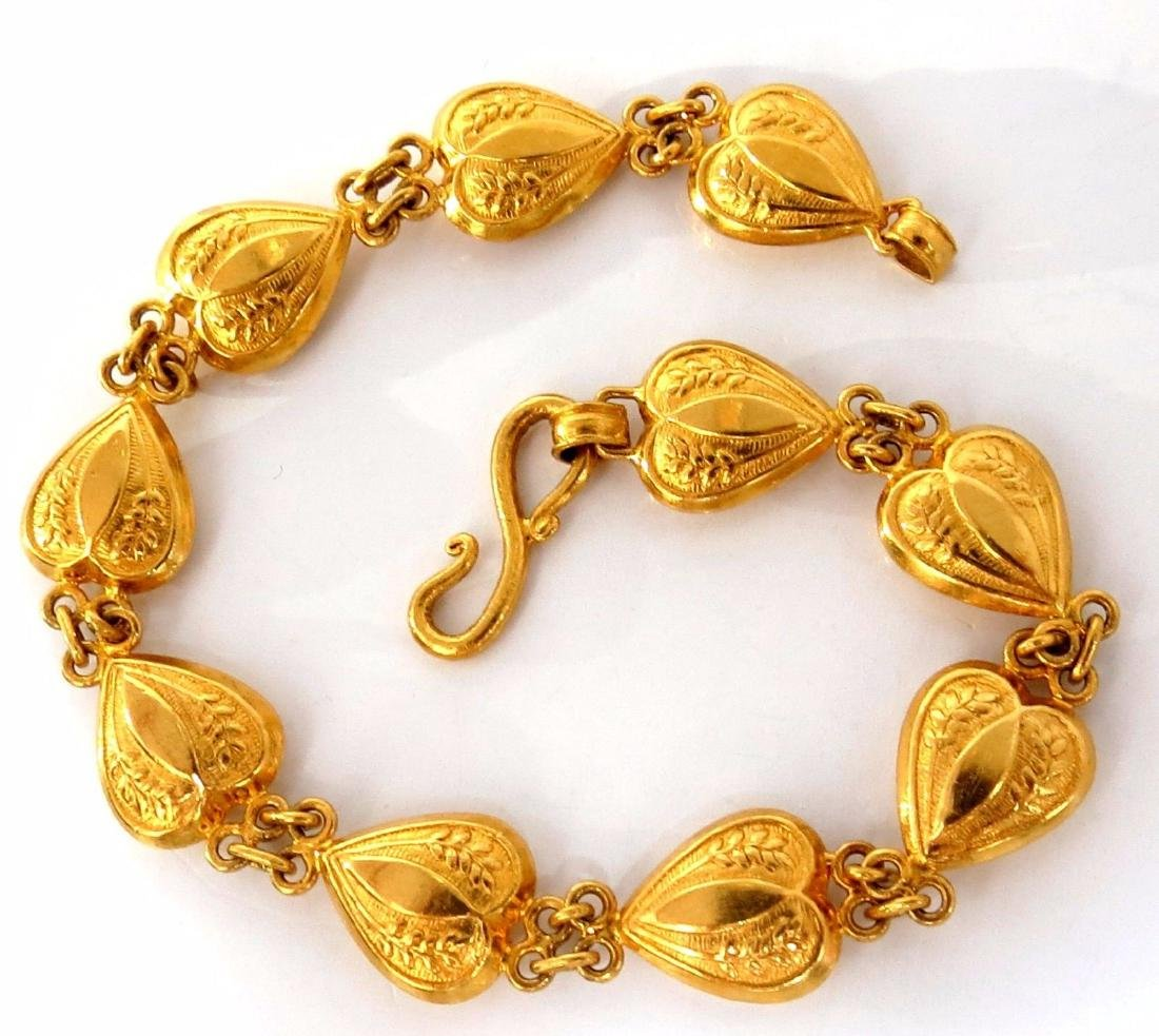 22kt. yellow gold vintage heart hinged bracelet 7 inch