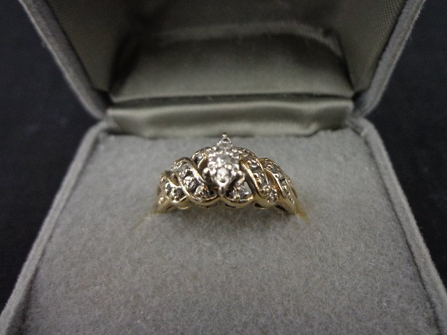 10kt yellow gold and diamond ring