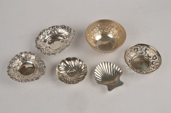 A collection of silver, to include: a silver dish,