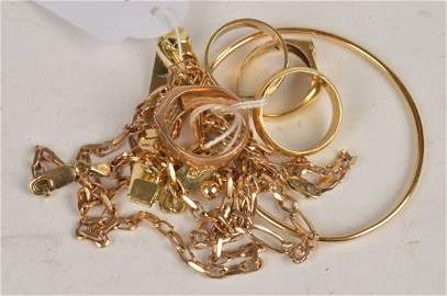 A collection of jewellery, including a bracelet in