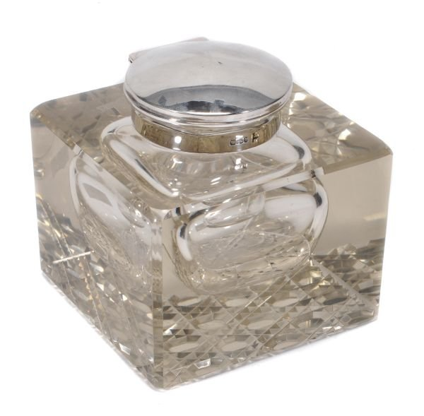 An Edwardian silver mounted clear glass cube inkwe
