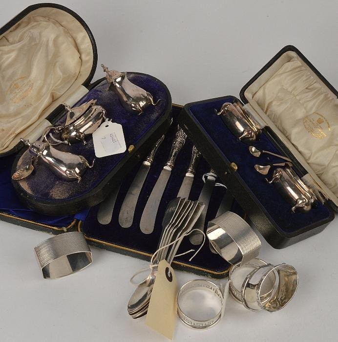 A collection of silver,  to include: a cased balus