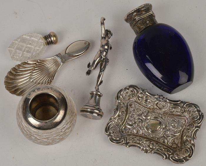 A collection of silver and silver mounted items,