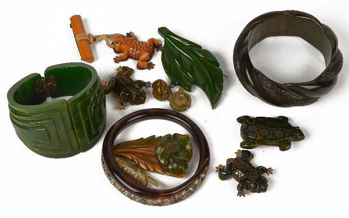 A collection of bakelite jewellery, to include: a