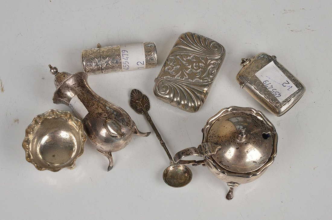 A small collection of silver, to include: a Victor