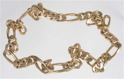 A gold coloured chain, with alternating curb links