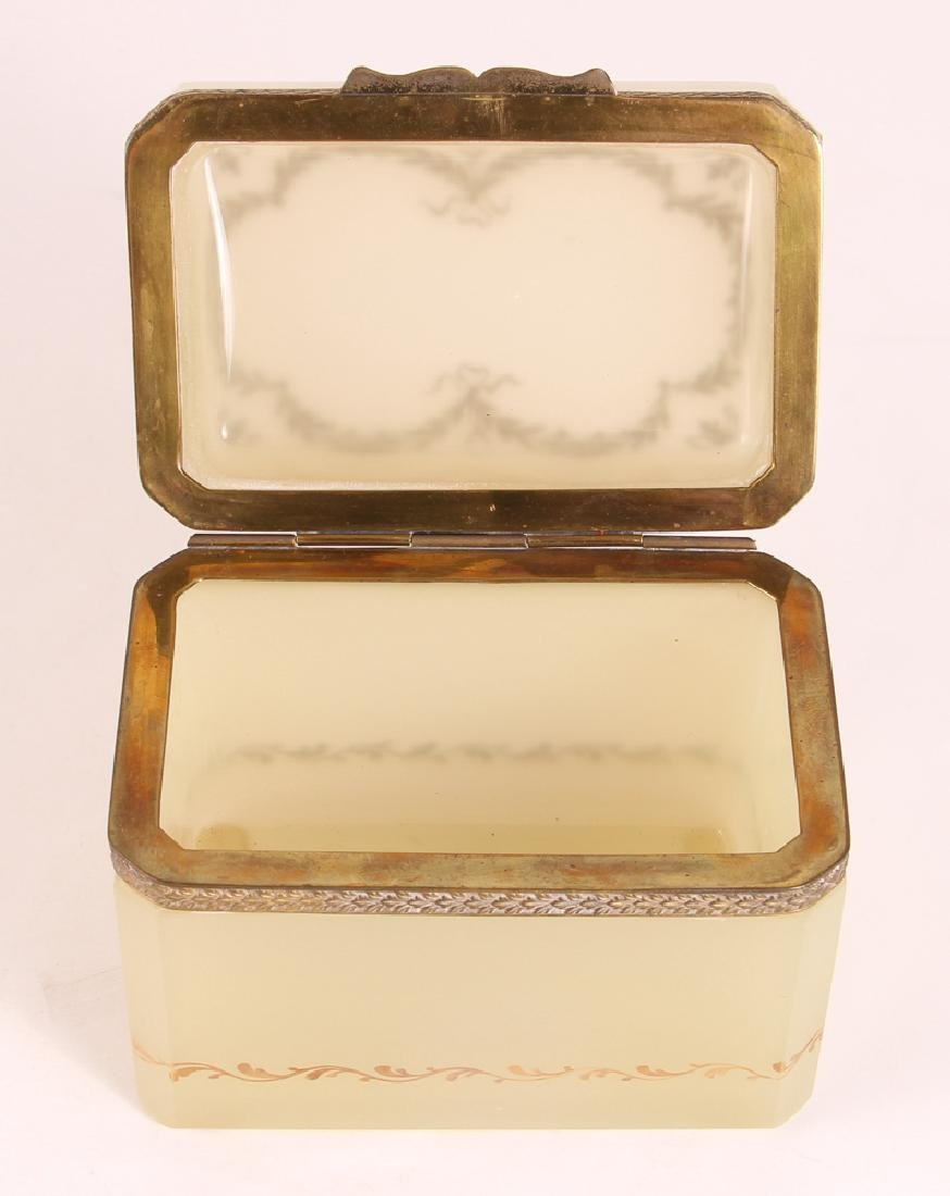 French Clambroth Opaline Box - 3