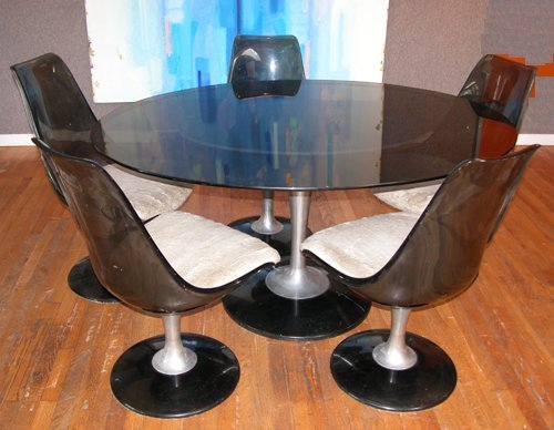 379: After Saarinen Table and 5 chairs
