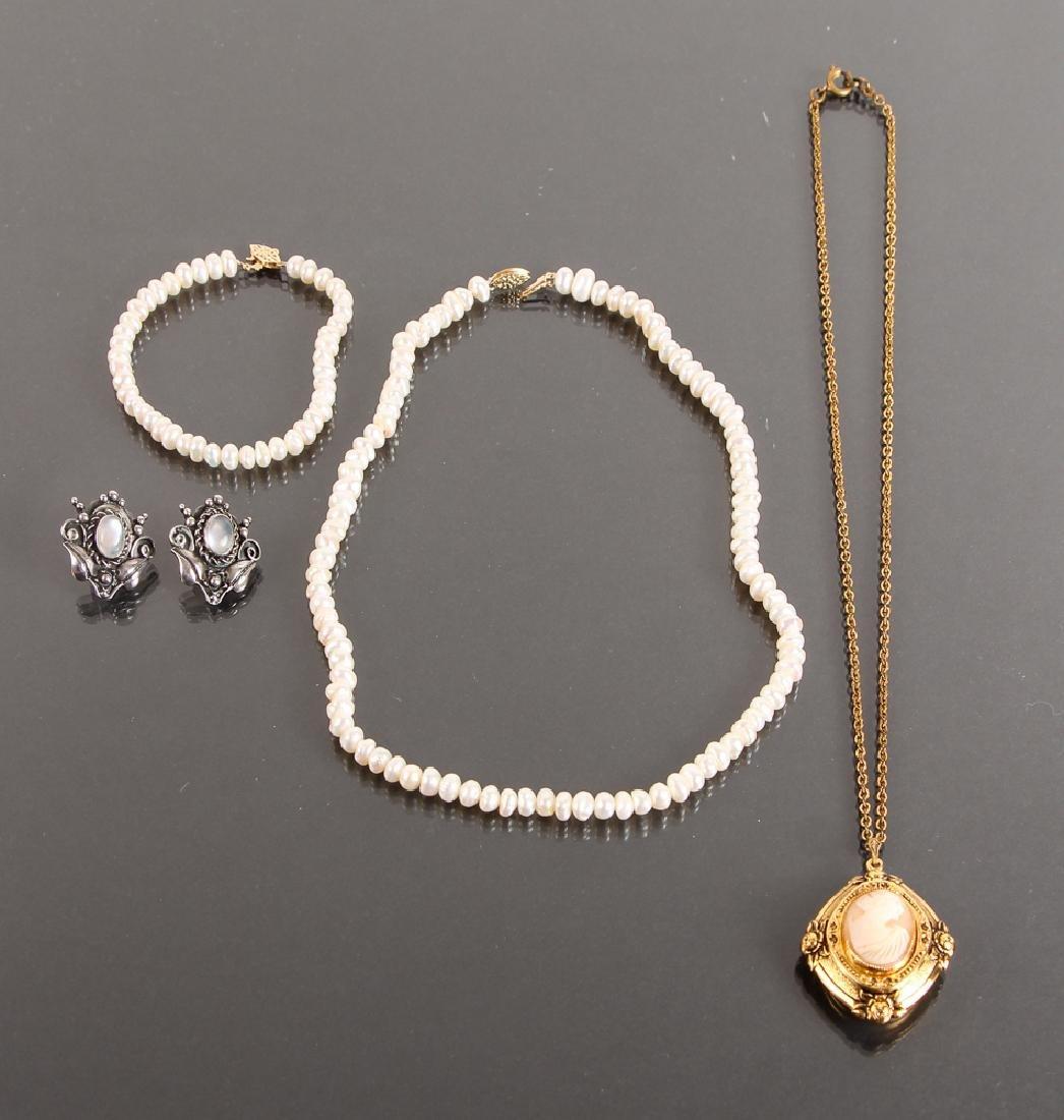 Assorted Ladies Jewelry