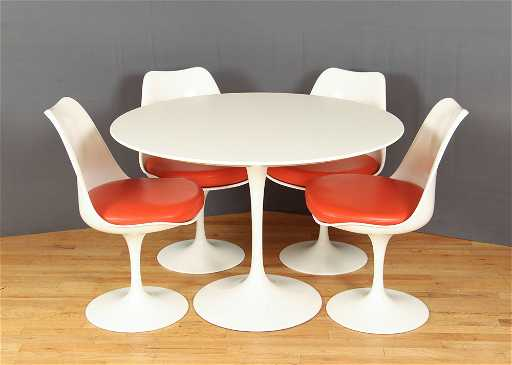 Eero Saarinen Knoll Tulip Table And Chairs - Knoll tulip table and chairs