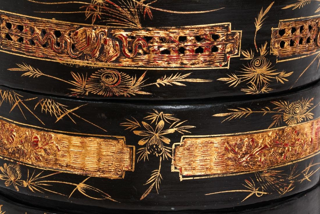 Three Section lacquered and gilded Chinese Lunch Box - 8