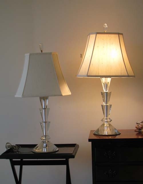 17: Pair of Lucite Table Lamps with Mirrored Bottoms,