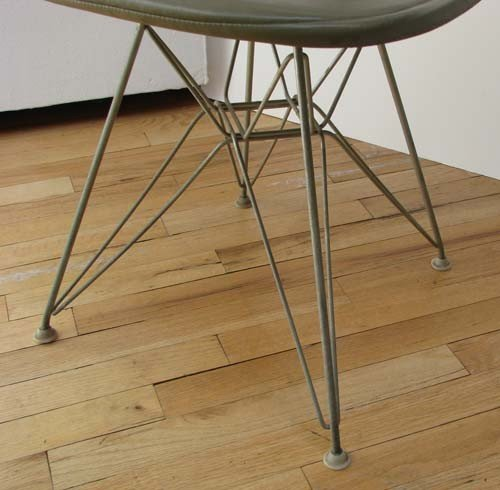 40: Charles and Ray Eames Bikini Wire chair with Eiffel - 2