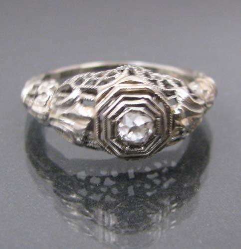 501: 18K white gold diamond engagement ring