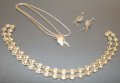 513: Gold Filled costume jewelry inc. matching earring/