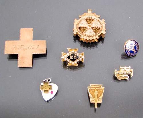 514: Assortment of sorority pins and masonic pins