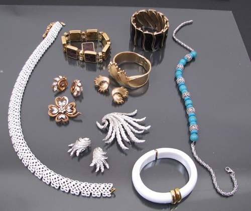522: Assorted modern costume bracelets with matching cl