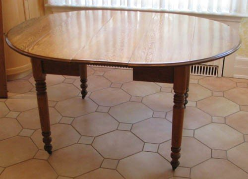 672: Oak Dining Room Table