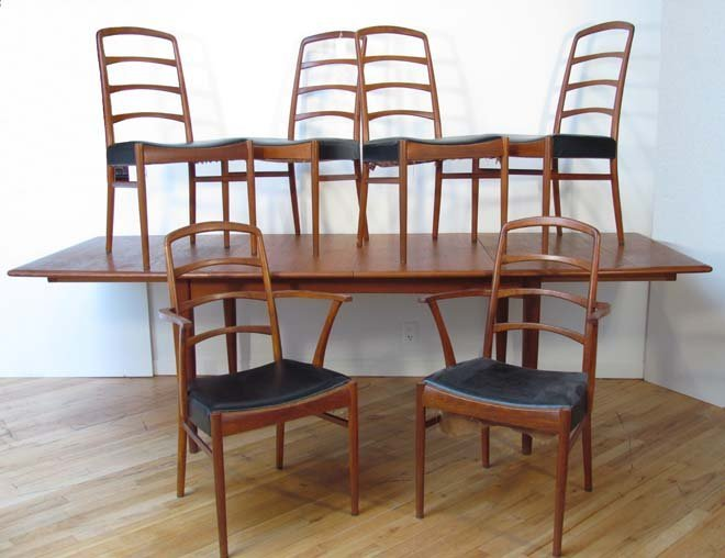 451: Danish Modern Dining Table w/8 Chairs