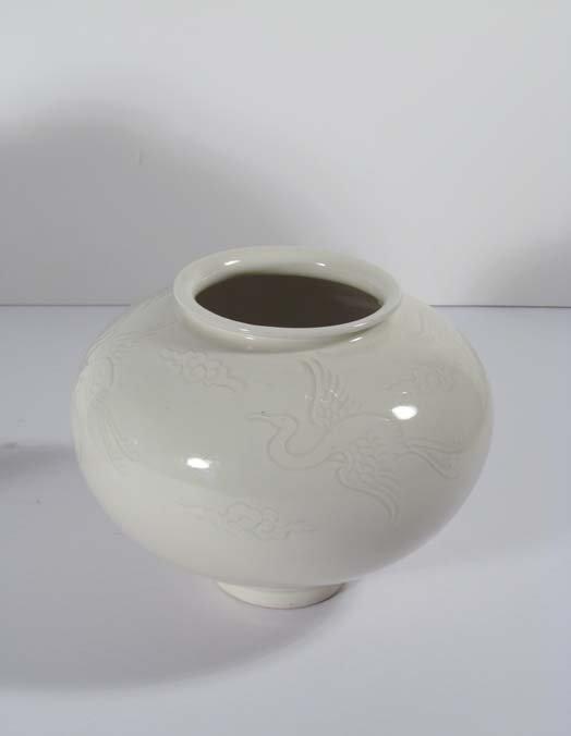 Jinsong Kim Porcelain Vase With Flying Cranes