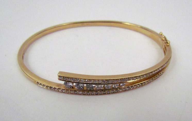 14k bangle bracelet w pave diamond upper & lower