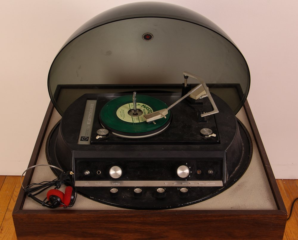 Graphic by Electrohome Turntable/Radio - 3