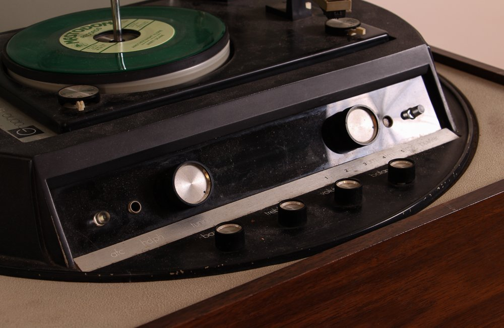 Graphic by Electrohome Turntable/Radio - 4