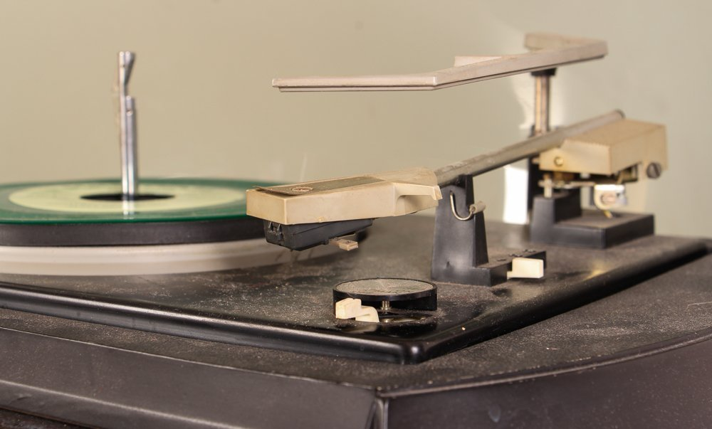 Graphic by Electrohome Turntable/Radio - 5