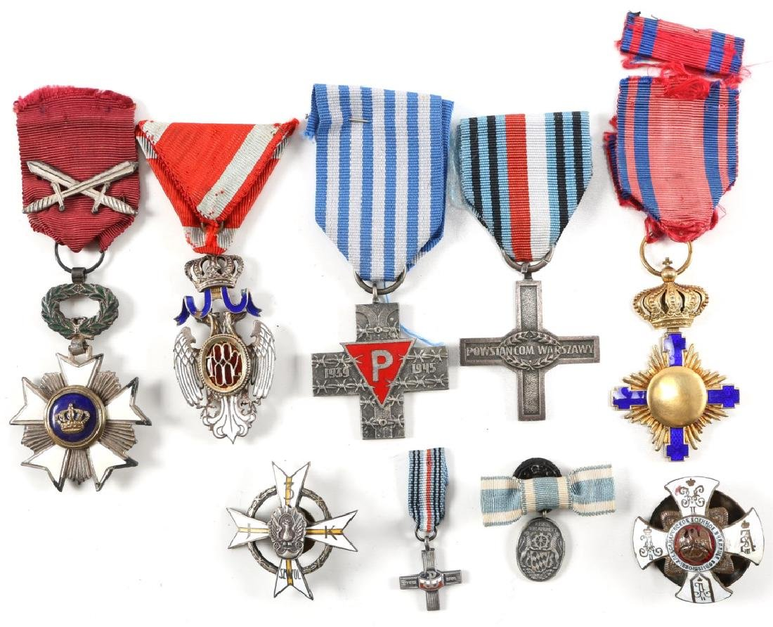 MIXED LOT OF WORLD MEDAL AND INSIGNIA